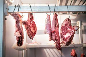 Frisches Fleisch in Kühlhaus Metzger